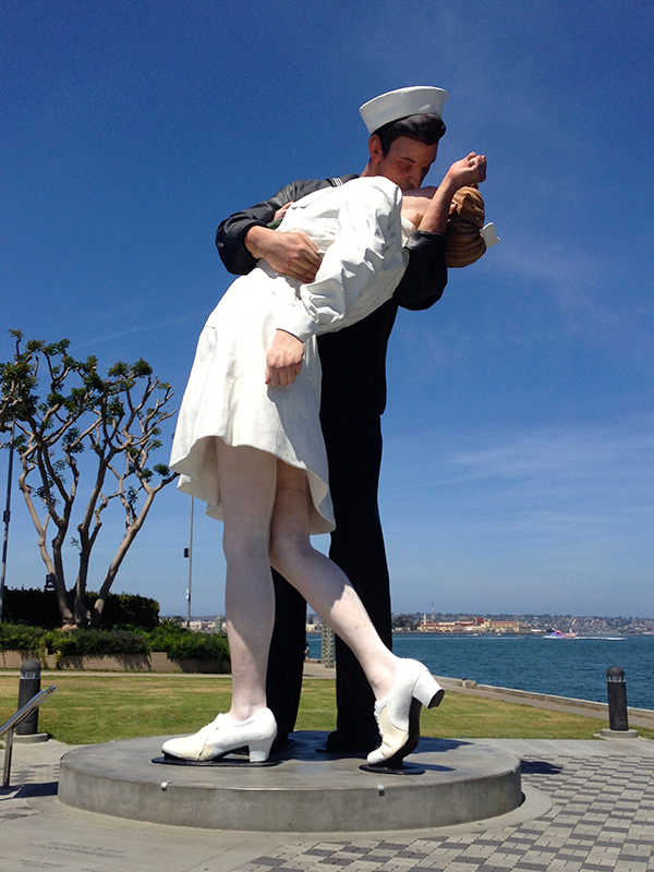 """""""The Kiss"""" Statue"""