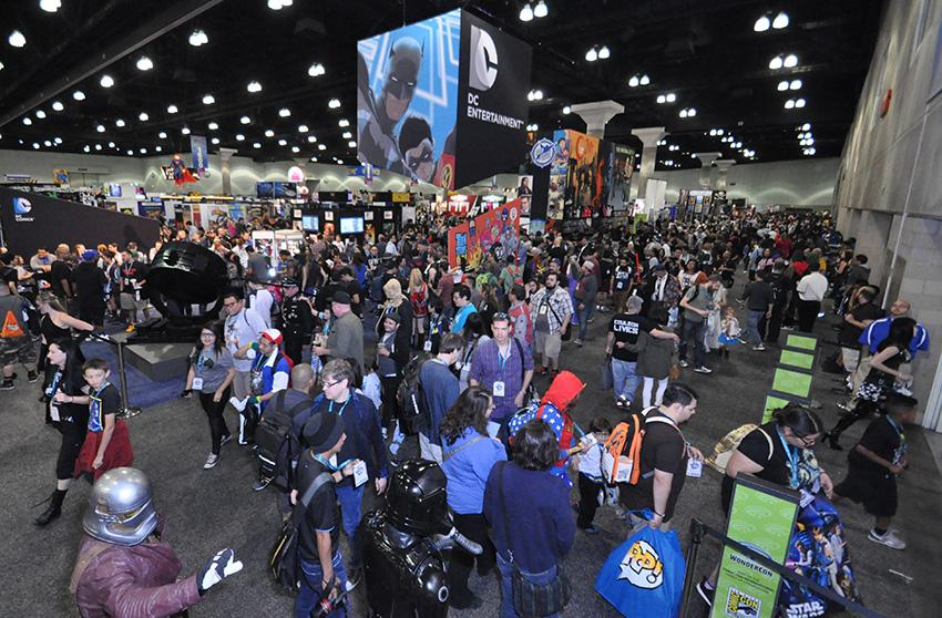 WonderCon 2016 Saturday Photo Gallery The Giant DC Comics Booth